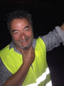Michel Do Linh en gilet jaune doit déplacer sa voiture